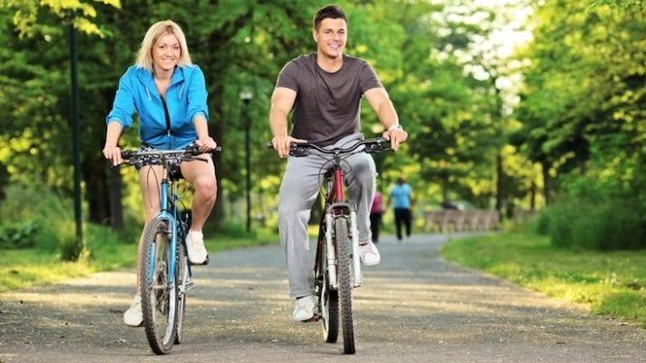 Bài tập chữa thoái hóa đốt sống lưng nhờ xe đạp thể thao -2