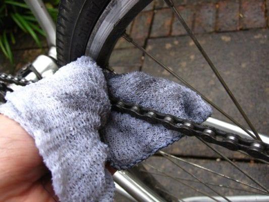 Làm sao để có thể tẩy sạch các vết bẩn của bộ phận xe đạp gây ra -3
