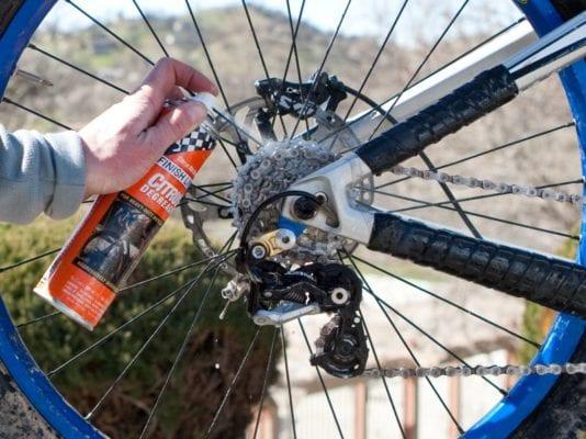 Làm sao để có thể tẩy sạch các vết bẩn của bộ phận xe đạp gây ra -4