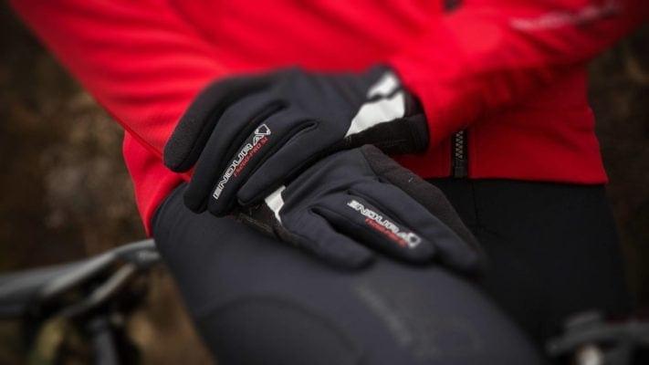 Găng tay chống thấm khi đi xe đạp