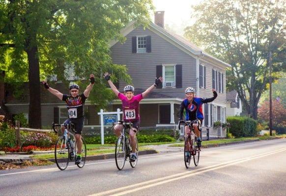Đi xe đạp rèn luyện sức khỏe