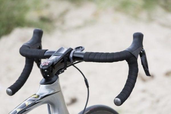 Chiều rộng tay lái xe đạp đua