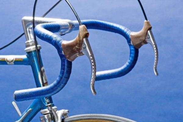 Khả năng tiếp cận tay lái và đòn bẩy trên xe đạp đua