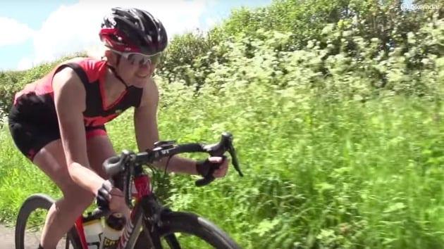 Nhanh chóng vào vị trí trên xe đạp